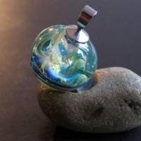 Mystischer Spaziergang im Elfenland - Handgefertigte Glaskugel als Anhänger Bild 4