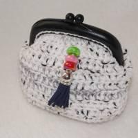 kleine Bügeltasche BLACK + WHITE / Kleingeldbörse / Kosmetiktasche mit Metallbügel  Bild 1