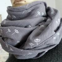 XXL Dreiecktuch  / Musselin Double Gauze / Grau mit weißen Gänseblümchen / Schaltuch / Halstuch/ Wickelschal/ Loop Bild 9