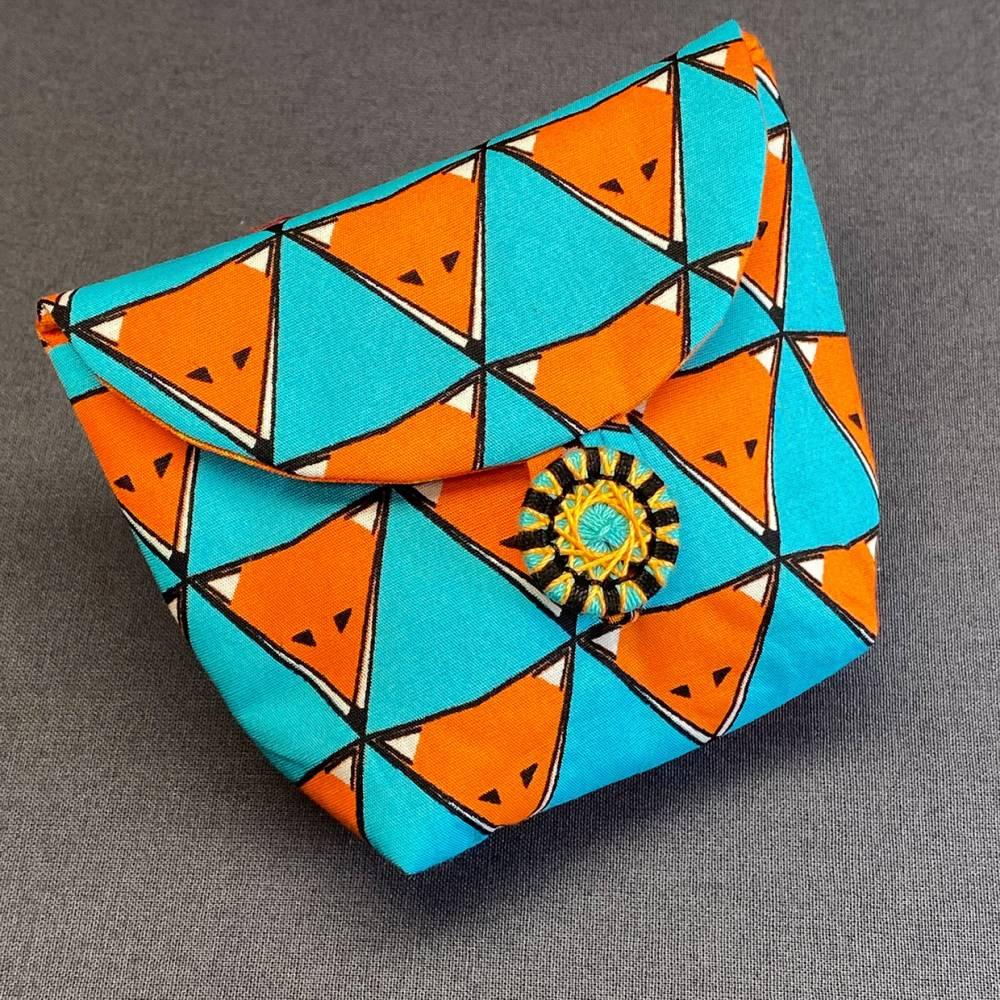 Stofftäschchen mit handgearbeitetem Zwirnknopf Bild 1