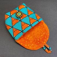 Stofftäschchen mit handgearbeitetem Zwirnknopf Bild 2