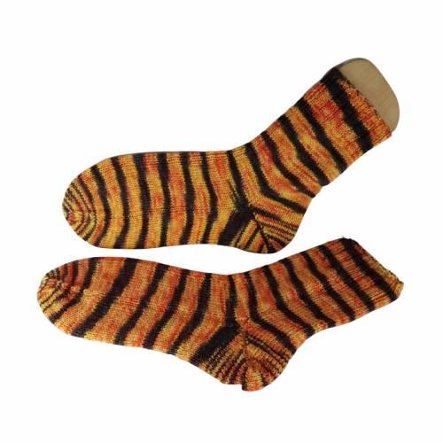 Handgestrickte Socken, Größe EU 40/41, handgefärbt, Farbe: Samba de Fuego