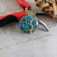 """"""" Goldener """" Lebensbaum Anhänger aus einer Messingdraht Fassung mit Blauen Crackle Glas Cabochon Bild 5"""