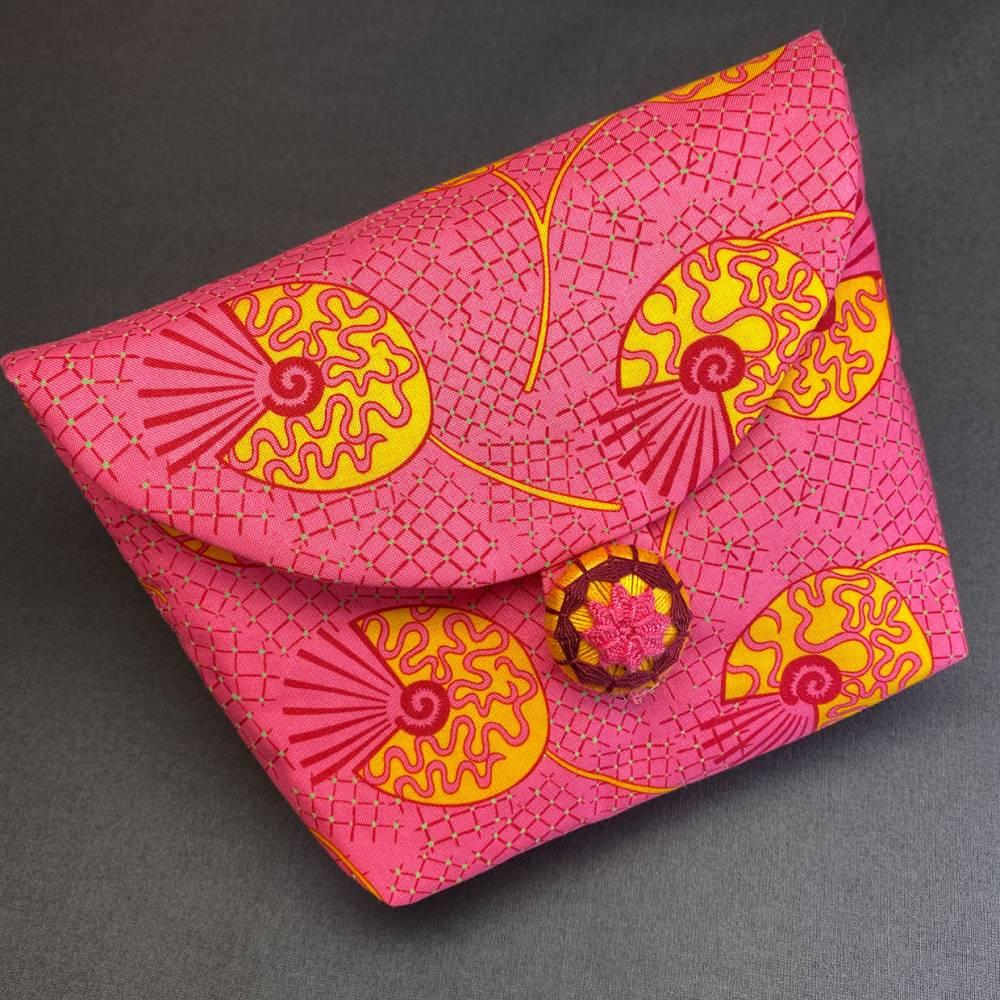 Stofftasche mit handgearbeitetem Posamentenknopf Bild 1