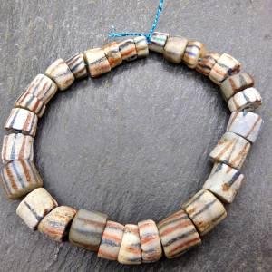 alte vintage Pulverglasperlen mit Streifen aus Ghana - 29 Stück - verschiedene Größen - Handelsperlen - Krobo Bild 2