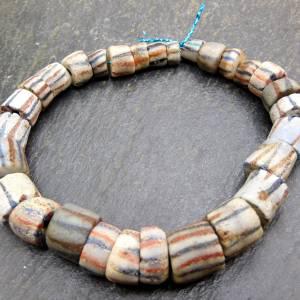 alte vintage Pulverglasperlen mit Streifen aus Ghana - 29 Stück - verschiedene Größen - Handelsperlen - Krobo Bild 7