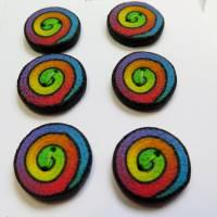 Knöpfe / Fimo im Regenbogen Swirl Muster Bild 5