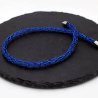 Damen-Halskette aus leuchtend blauem Draht mit Magnet-Steckverschluss, Halskette von bcd manufaktur Bild 1