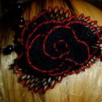 Haarschmuck Gothic Blüte schwarz rot Haarkämmchen Haarkrönchen Hochzeit geklöppelt Handarbeit Brautschmuck Steampunk Bild 1