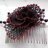 Haarschmuck Gothic Blüte schwarz rot Haarkämmchen Haarkrönchen Hochzeit geklöppelt Handarbeit Brautschmuck Steampunk Bild 2
