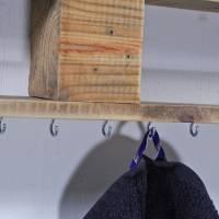 Regal aus Palettenholz, für Schmuck, schlicht, Wandregal, mit Haken zur Aufhängung von Modeschmuck, Schmuckregal aus Hol Bild 3