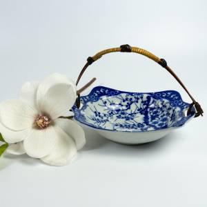 Asiatische Vintage Porzellanschale, Schüssel mit Henkel,  China oder Japan, weißes Porzellan blaues Dekor, altes Geschir Bild 1