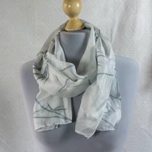 Vintage Seidenschal für Damen, eine sehr feine Qualität, in weißtönen, echte Seide, Seidenschal, getragen, Vintage Bild 1