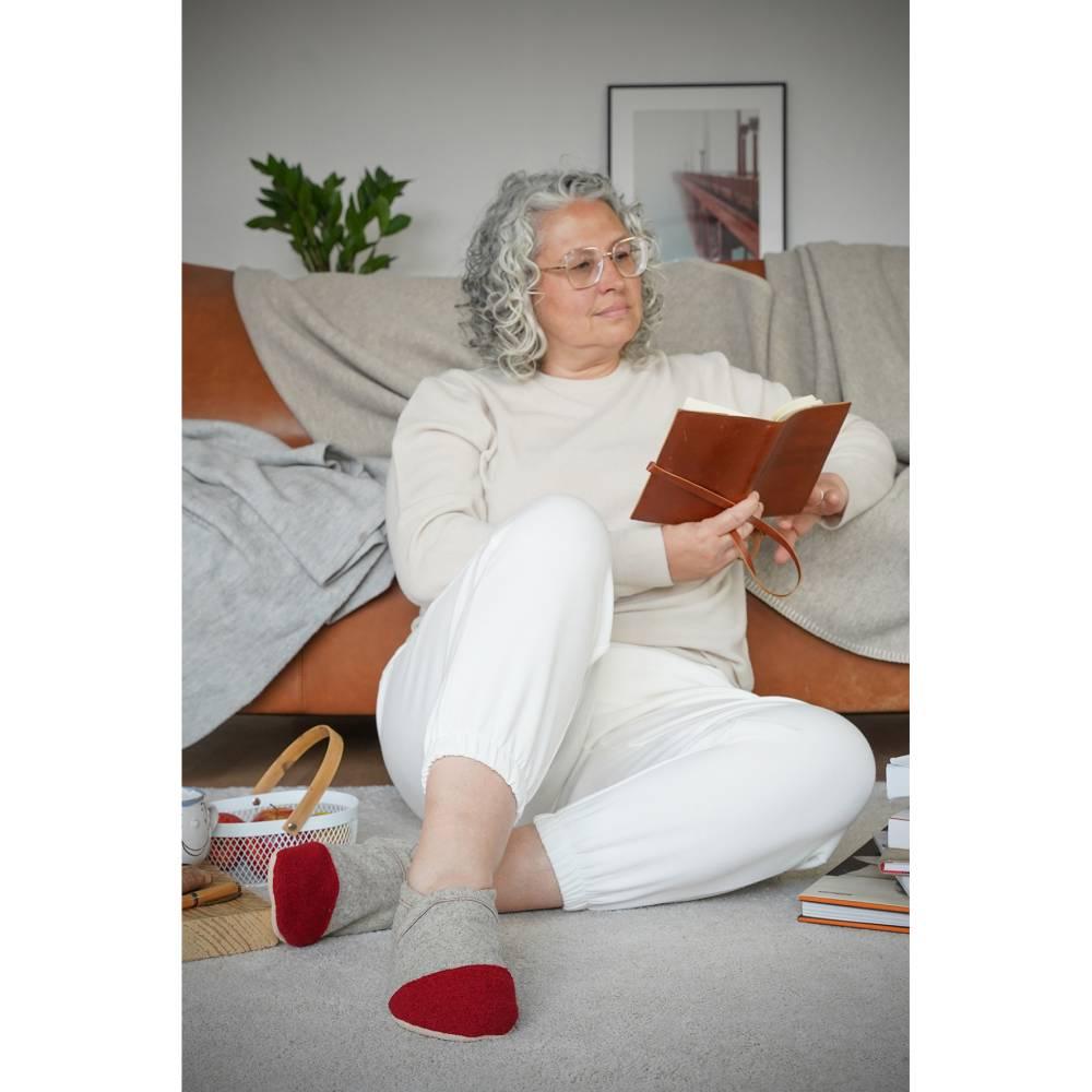 Hausschuhe aus 100% Wollfilz, roter Kappe mit Ledersohle  Bild 1