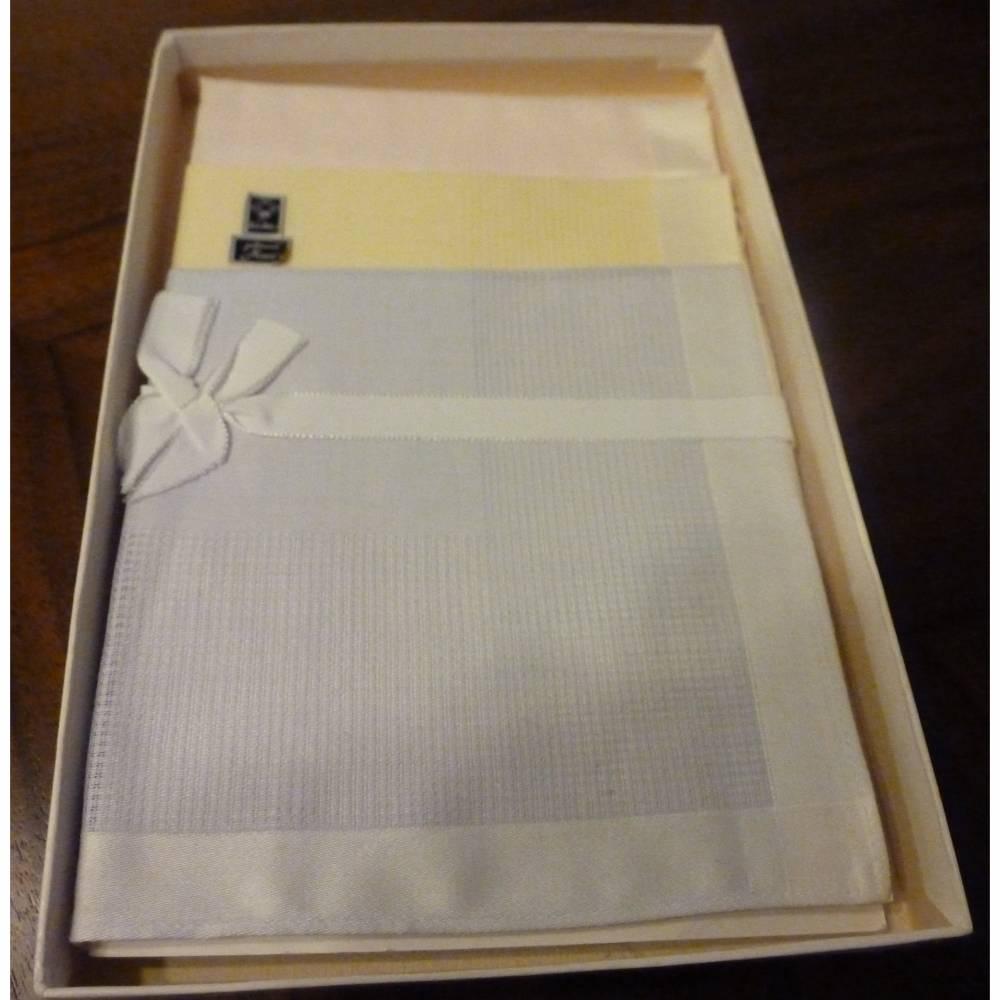 Vintage - 3 Damentaschentücher in Pastellfarben aus den 70ern - OVP Bild 1