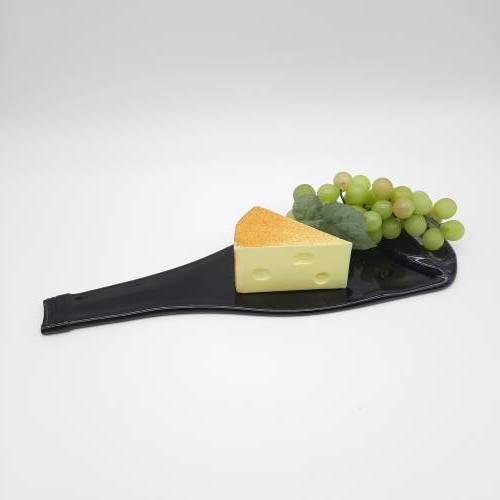 Ein außergewöhliches Geschenk! Flaschentablett aus einer recycelten Weinflasche! Besondere Servierplatte, Käseplatte!