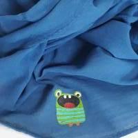 Halstuch aus Bio-Baumwolle, Crashstoff in Dreieckform, blau mit einem kleinen, süssen Monstermotiv Bild 2
