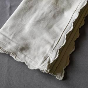 Kopfkissenbezug, Vintage, ein altes, weißes Kopfkissen mit Knöpfen, es hat Gebrauchsspuren, läßt sich aber noch prima ve Bild 1