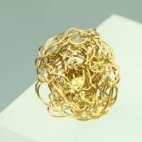 flache, runde Gold-Ohrstecker für Sie und Ihn gehäkelt aus Draht von bcd manufaktur  Bild 3