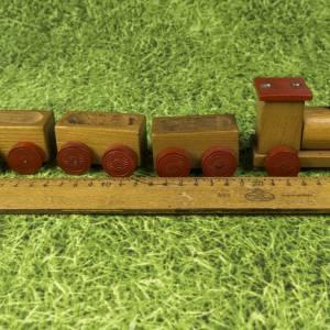 Kleine Eisenbahn, Deko-Teil, Vintage Holzeisenbahn, drei Anhängern, altes Holzspielzeug, zur Dekoration Bild 2