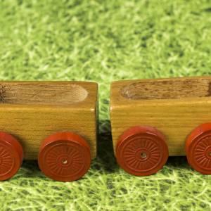 Kleine Eisenbahn, Deko-Teil, Vintage Holzeisenbahn, drei Anhängern, altes Holzspielzeug, zur Dekoration Bild 5