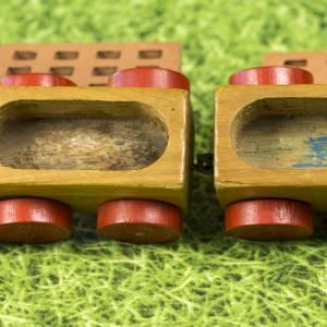 Kleine Eisenbahn, Deko-Teil, Vintage Holzeisenbahn, drei Anhängern, altes Holzspielzeug, zur Dekoration Bild 8