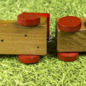Kleine Eisenbahn, Deko-Teil, Vintage Holzeisenbahn, drei Anhängern, altes Holzspielzeug, zur Dekoration Bild 9