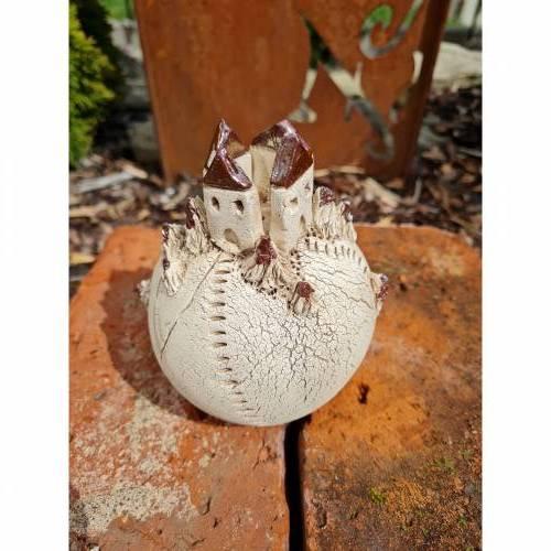 Deko Keramik Kugel mit Häusern creme/antik Handarbeit 12 cm