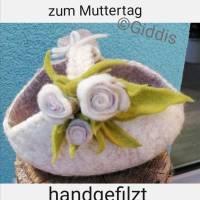 Filzkörbchen-Geschenkekorb mit Filzrosen Bild 1