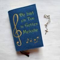 Bestickte Gotteslobhülle aus Filz *Du bist ein Ton in Gottes Melodie *Gotteslob *Gesangsbuch *nach Wunsch angefertigt Bild 1