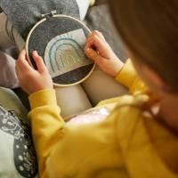 Kombi eBook - Handbesticktes Halstuch mit Blumen und Regenbogen - Schritt-für-Schritt zur ersten Stickerei Stickvorlage  Bild 10