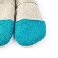 Hausschuhe aus 100% Wollfilz mit türkiser Kappe und Ledersohle  Bild 4