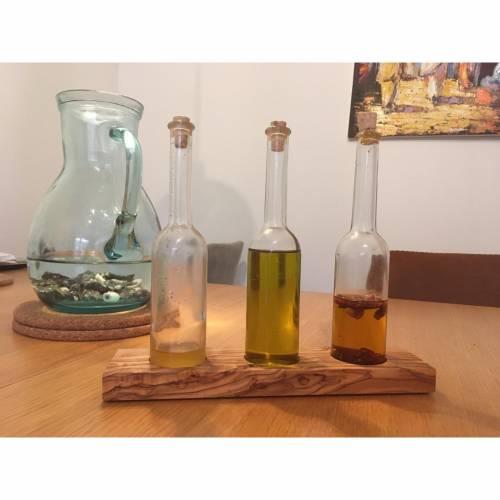 """Glasflaschen auf Sockel """"EGON"""" für Öle oder Essig aus Olivenholz"""