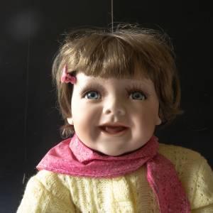 Puppe, Künstlerpuppe, kleines süßes Kind, Porzellan Kopf, Beine und Arme, Stoffkörper, Bild 1
