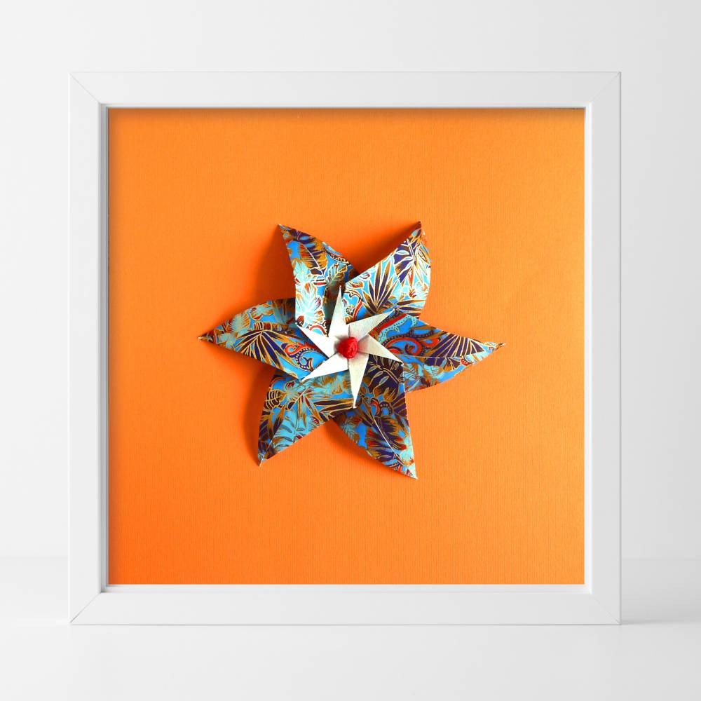 Papierblüte auf orange// Origami-Wandbild im Objektrahmen Bild 1