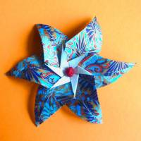 Papierblüte auf orange// Origami-Wandbild im Objektrahmen Bild 3