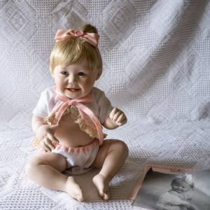 Baby-Puppe, Künstlerpuppe, The Ashton-Drake Galleries, aus der Edition cute as a button, kleine Porzellan-Baby-Puppe Bild 1