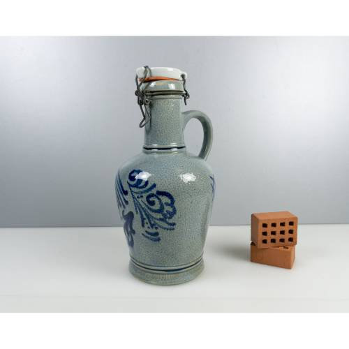 Vintage Weinkanne oder Bierkanne, Weinkrug mit Verschluss, Keramik-Kanne mit Metall Verschluss, Retro