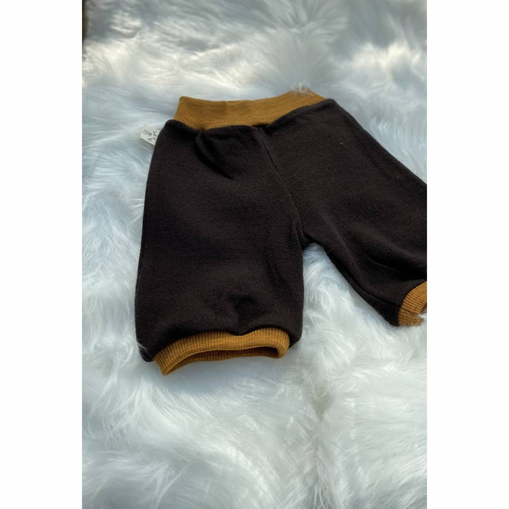 Knielange Shorts aus 100% Wolle (Merinowolle) dunkelbraun mit goldmelierten Wollbündchen / Gr. 74 Bild 1
