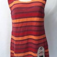 Luftiges Sommertop für Damen aus Baumwoll-Leinen-Strick in rot-bunten Streifen. Mit besonderer, handgemalter Applikation Bild 1