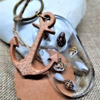Schlüsselanhänger aus Resin mit Muscheln Bild 1