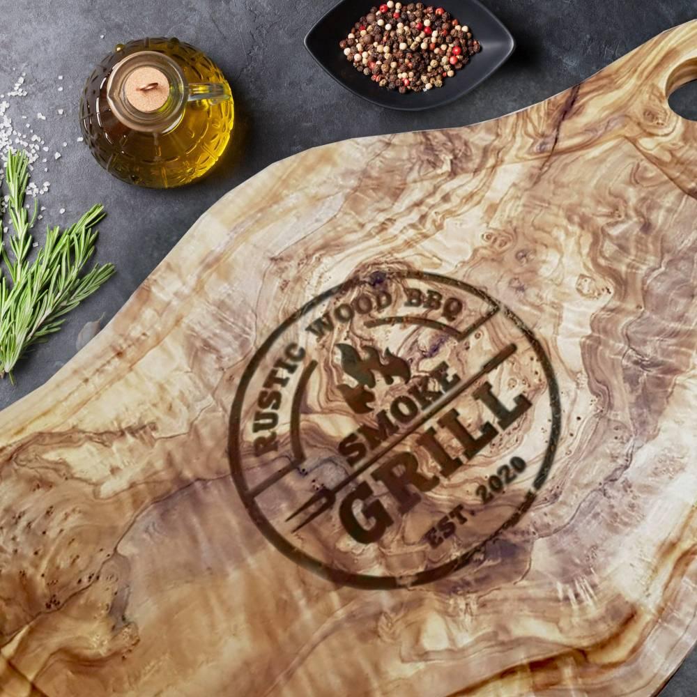 Schneidebrett aus Olivenholz mit Gravur SMOKE GRILL – mit Saftrille & Grifflasche Servierbrett Tranchieren für Fleisch,  Bild 1