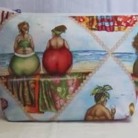 """Auslaufsichere Kulturtasche, Waschtasche """"Strandfrauen"""", großer Kulturbeutel mit Handschlaufe und Innentaschen Bild 1"""