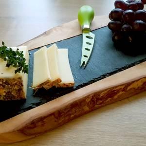 Servierbrett aus Schiefer & mediterranem Olivenholz für Käse, Obst, Wurst zum Servieren – Schneidebrett Käsebrett Küchen Bild 2