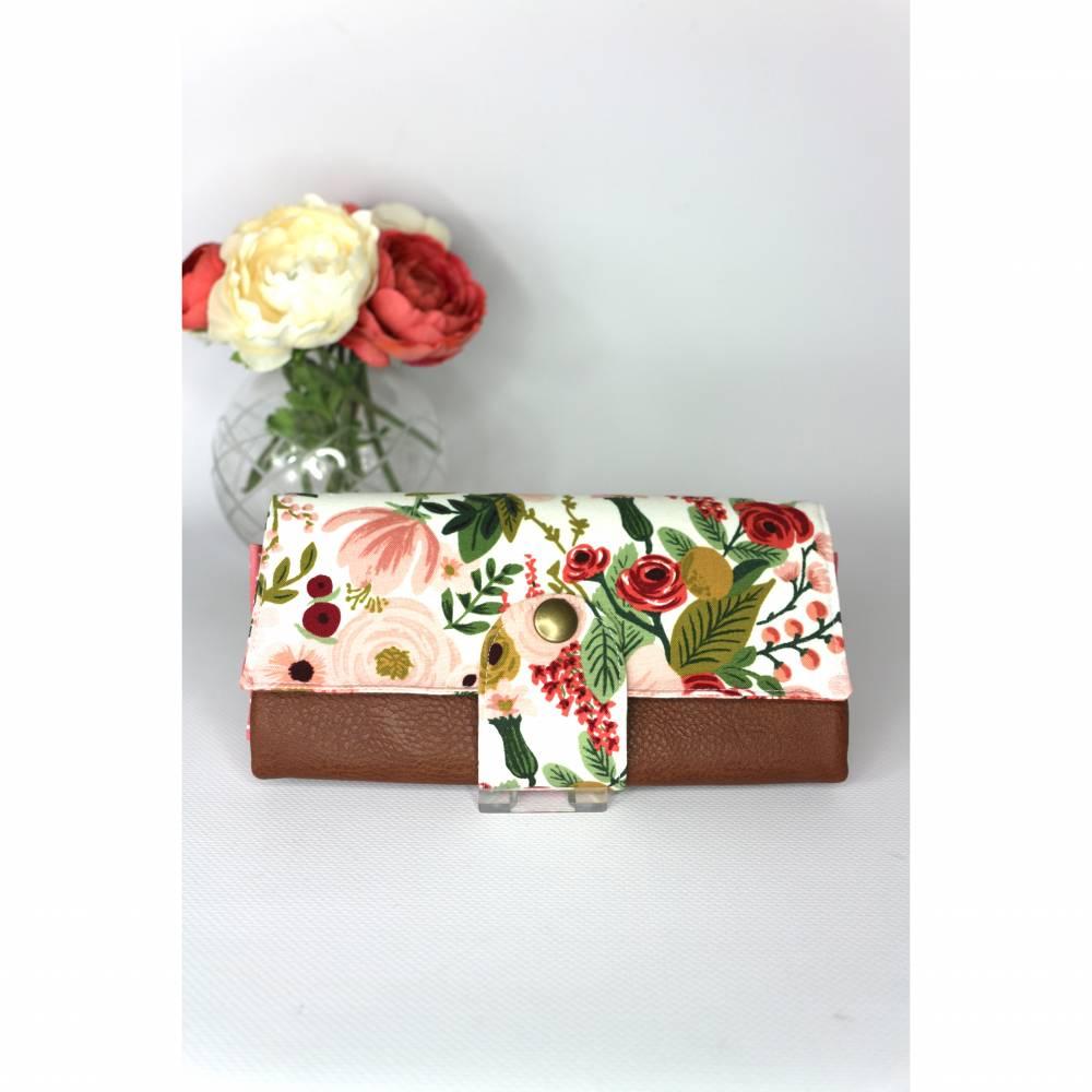 Portemonnaie mit Druckknopf weiß mit Blumenmuster und weißen Punkten und Lederimitat Bild 1