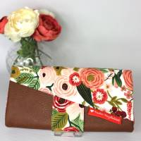 Portemonnaie mit Druckknopf weiß mit Blumenmuster und weißen Punkten und Lederimitat Bild 2