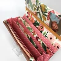 Portemonnaie mit Druckknopf weiß mit Blumenmuster und weißen Punkten und Lederimitat Bild 5