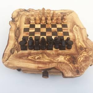 Schachspiel rustikal, Schachtisch Gr. M inkl. Schachfiguren, handgefertigt aus Olivenholz, Geschenk. Bild 1