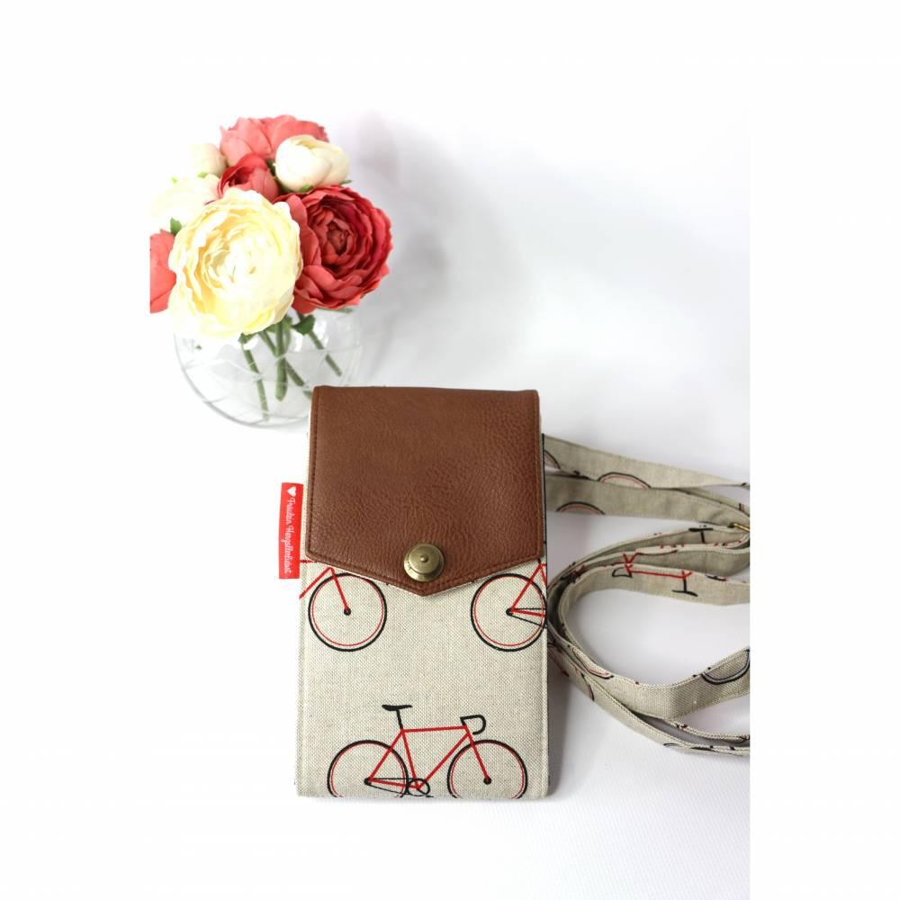 sommerliche Umhängetasche cremefarben mit Fahrrädern und Lederimitat Bild 1