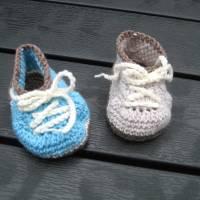 Babyschühchen Schnürschühchen gehäkelt für Neugeborene aus weicher Wolle (Merinowolle) Bild 1